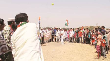 Water conservation campaign: With ball and bat, Cong hits out at govt for 'ignoring' Chandolalake