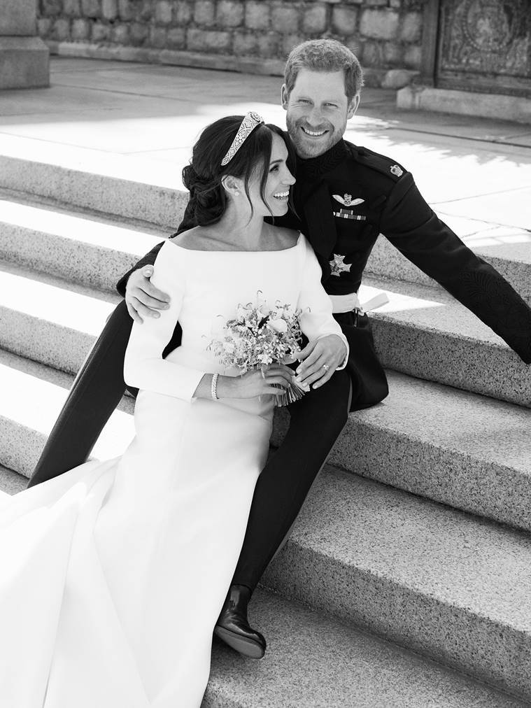 duke and duchess of sussex, royal wedding official photos, royal wedding 2018, harry meghan offical wedding photos, prince harry meghan markle official wedding photos, royal wedding photos, harry meghan wedding pics,