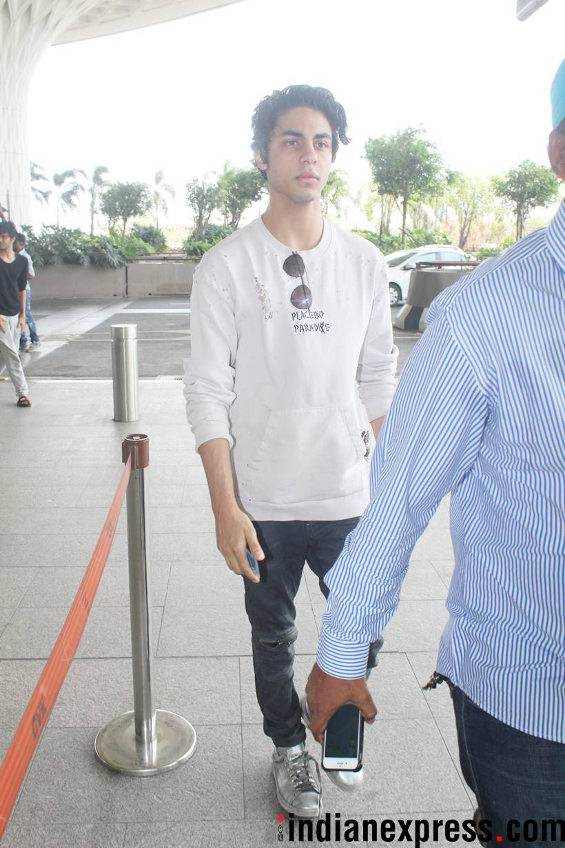aaryan khan at airport