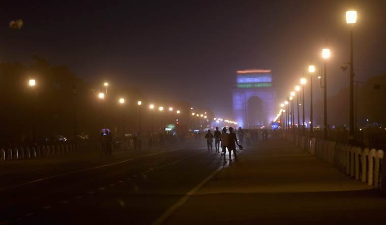Thunderstorm alert LIVE UPDATES: Dust storm, squall likely to hit 12 states including Bihar, WB today