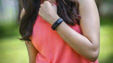 iVOOMi FitMe health band with Air Quality Index tracker launched inIndia