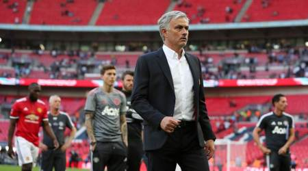 Jose Mourinho on defensive as Manchester United fluff shot at salvation