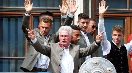 Bayern Munich fans pay tribute to Jupp Heynckes, again