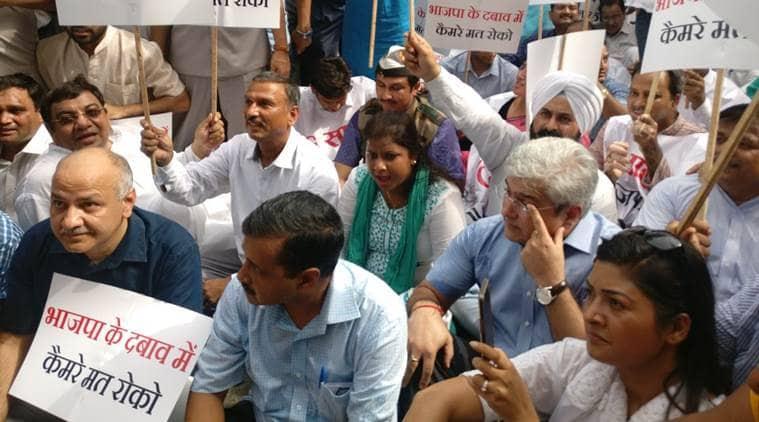 Arvind kejriwal, Kejriwal march, Delhi cabinet march, delhi cm, delhi cabinet march live, AAP leaders, AAP-LG tussel, anil baijal house, cctv project, delhi, delhi news, indian Express news