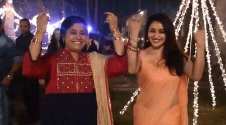 When Madhuri Dixit and Renuka Shahane recreated 'Lo Chali Main' on the sets of Bucket List