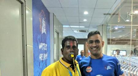 IPL 2018: MS Dhoni spent time with ground staff on Labour Day, seepics
