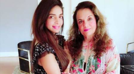 Actor Mumtaz quashes death rumours: I am happy andhealthy