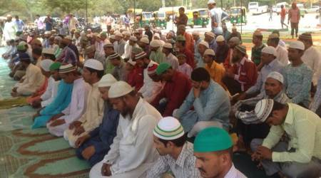 Meerut: Objection to Muslims offering namaz at a tomb triggersclash
