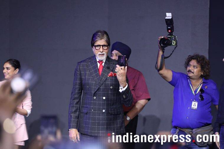 Amitabh Bachchan holding a OnePlus 6 phone
