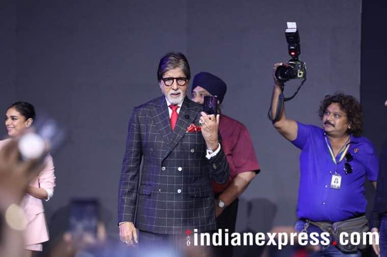 Amitabh Bachchan holding a OnePlus 6 phone