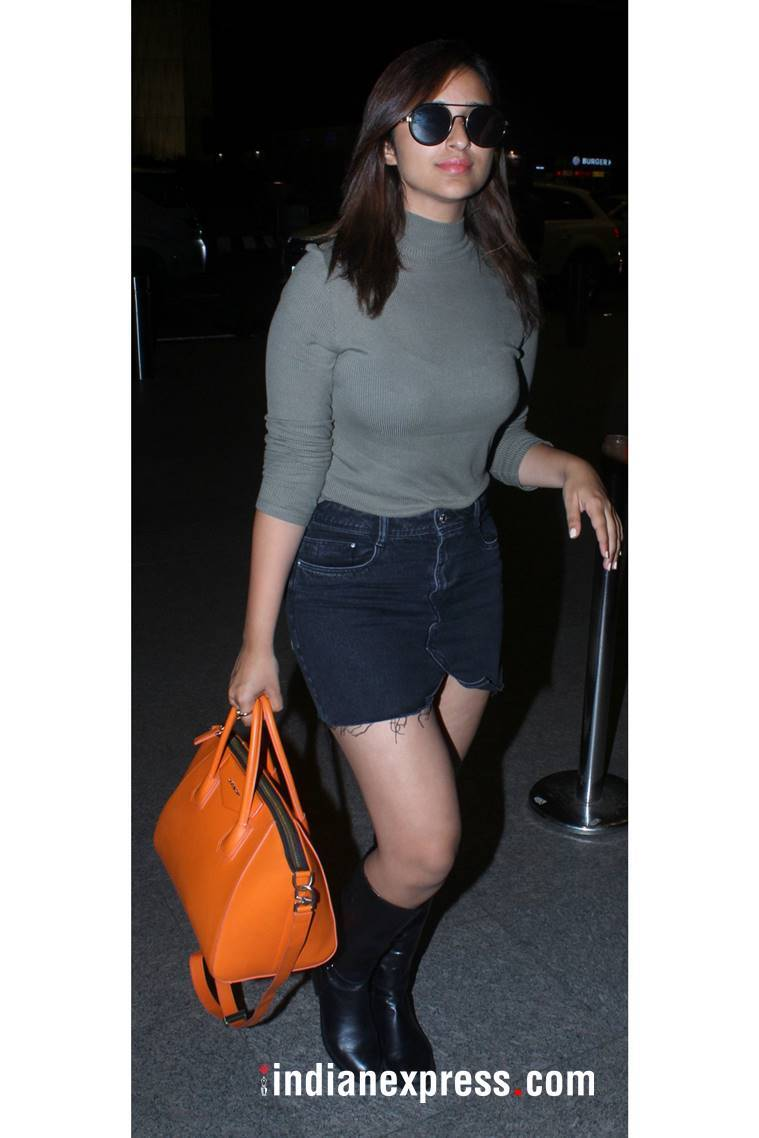airport looks, airport looks of the week, deepika padukone, Kangana Ranaut, Kareena Kapoor Khan, Sonam Kapoor, airport pics celebs, celeb fashion, bollywood fashion, indian express, indian express news