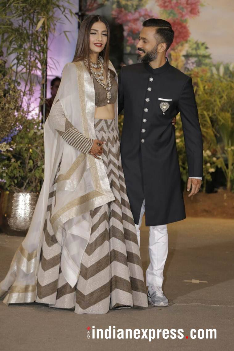 Sonam Kapoor, Sonam Kapoor wedding looks, Sonam Kapoor after wedding looks, Sonam Kapoor airport fashion, Sonam Kapoor Anand Ahuja pics, Sonam Kapoor latest photos, Sonam Kapoor saris, Sonam Kapoor fashion, Sonam Kapoor ethnic fashion, indian express, indian express news