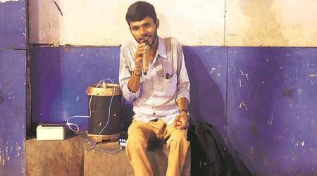 25-yr-old sings outside Churchgate station, dreams of making it big