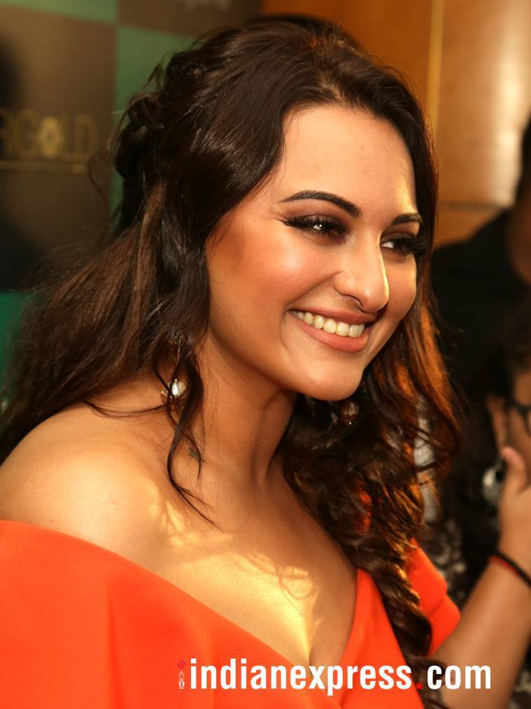 Sonakshi Sinha, Sonakshi Sinha latest photos, Sonakshi Sinha fashion, Sonakshi Sinha orange gown, Sonakshi Sinha Guari and Nainika, Sonakshi Sinha western outfits, indian express, indian express news