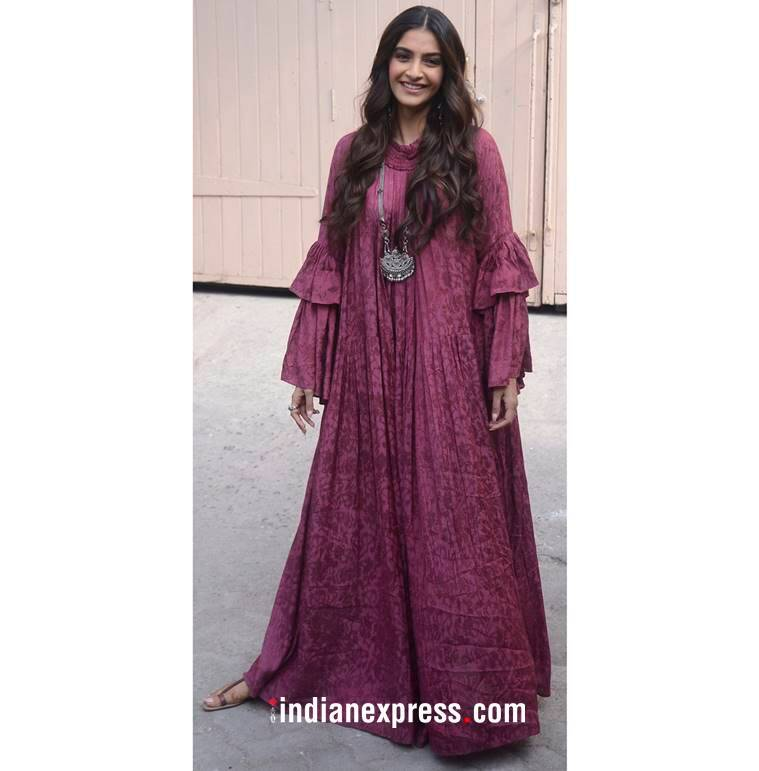 Veere Di Wedding promotions, Kareena Kapoor Khan, Kareena Kapoor Khan fashion, Sonam Kapoor, Sonam Kapoor fashion, Sonam Kapoor latest photos, indian express, indian express news