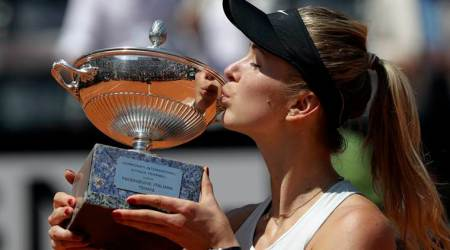 Elina Svitolina defends Italian Open title as Simona Halep injured again