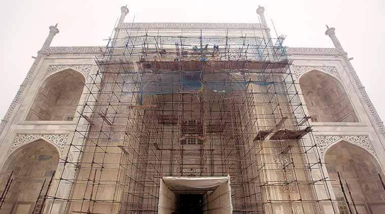 Govt calling experts to save Taj Mahal