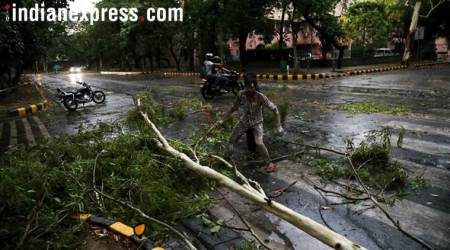 Storms kill 34 people in UP, Bihar; strong winds to continue