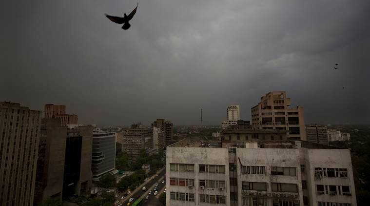 Delhi weather LIVE UPDATES: Thunderstorm likely in the evening, says IMD