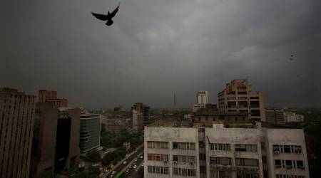 India weather highlights: Huge storm in Kolkata, IMD issues thunderstorm warning in Delhi