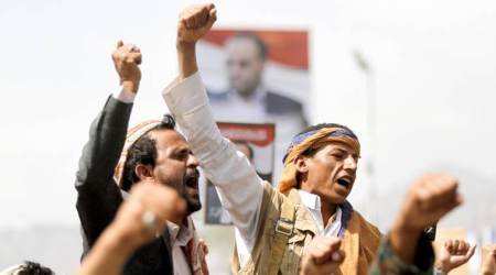 Residents: Strikes hit presidential palace in Yemenicapital