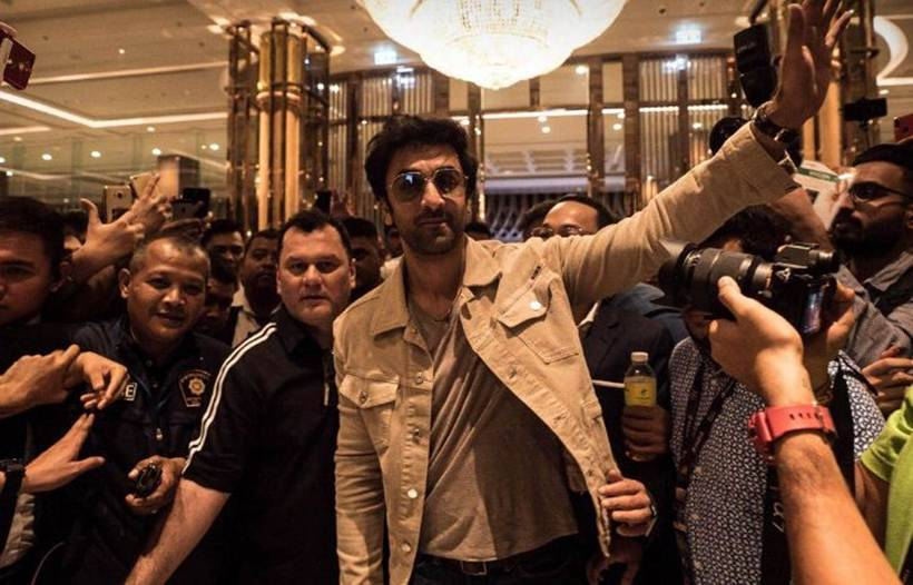 ranbir kapoor meets fans at IIFA 2018