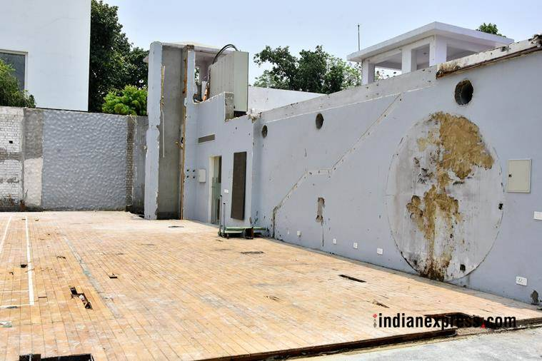 akhilesh bungalow, akhilesh yadav damages house, akhilesh yadav house damaged, samajwadi party, uttar pradesh, former cm vacates official residence, indian express