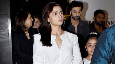 Alia Bhatt dines out with Ranbir Kapoor andfamily