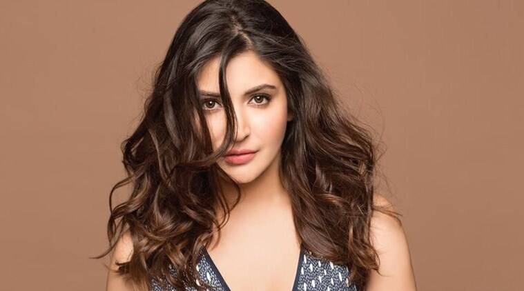 anushka sharma scolds people for throwing garbage
