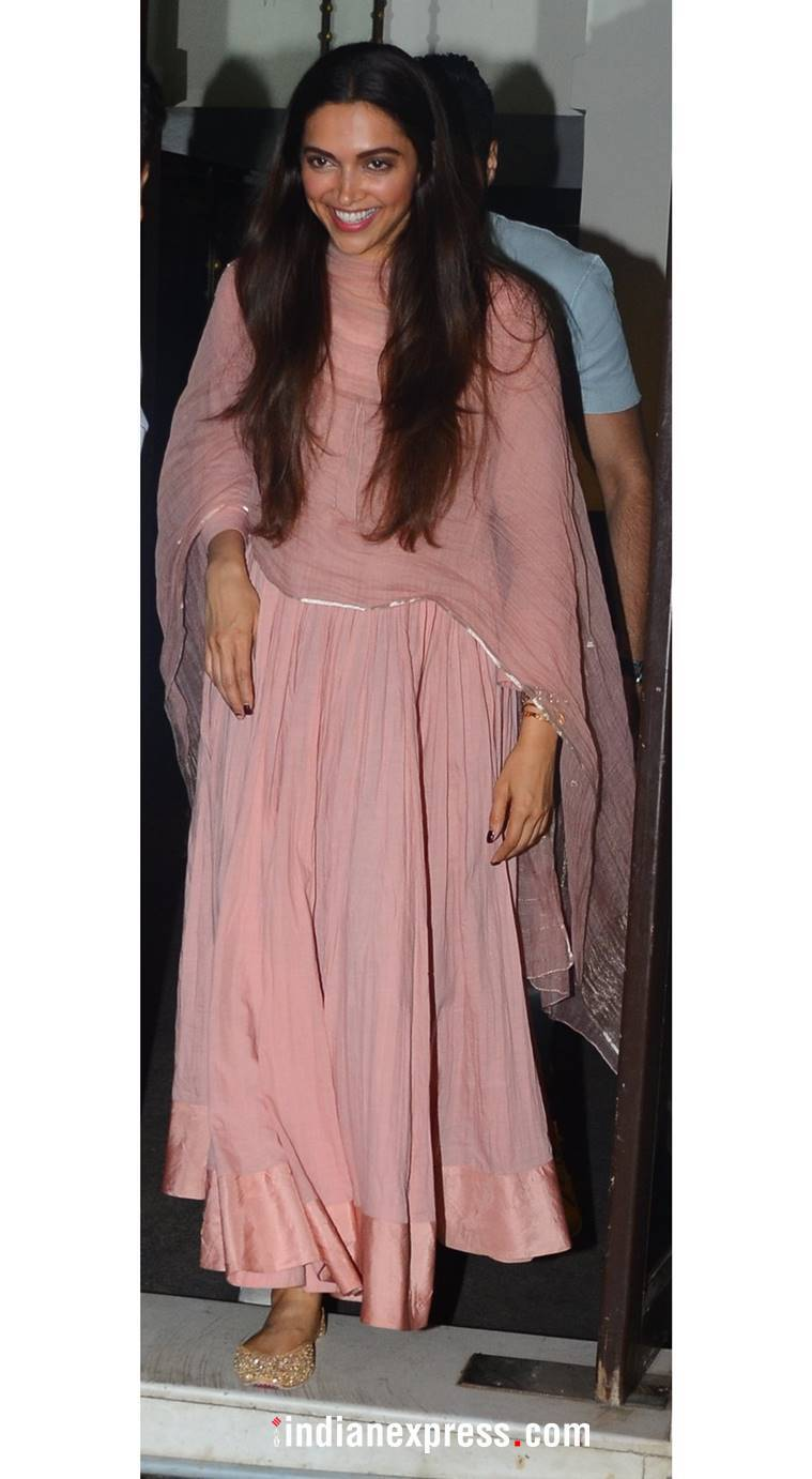 Deepika Padukone, Deepika Padukone latest photos, Deepika Padukone fashion, Deepika Padukone airport look, Deepika Padukone ethnic wear, indian express, indian express news