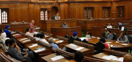 Delhi: Secretaries summoned to House over no response
