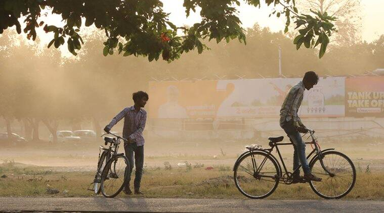 Delhi weather LIVE UPDATES: Bad news, air quality remains 'severe'; expect dustyconditions today