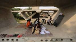 The flyover slabs in New delhi that turned into a classroom for underprivilegedkids