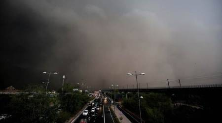 Delhi: Sudden dust storm hits Metro, flights