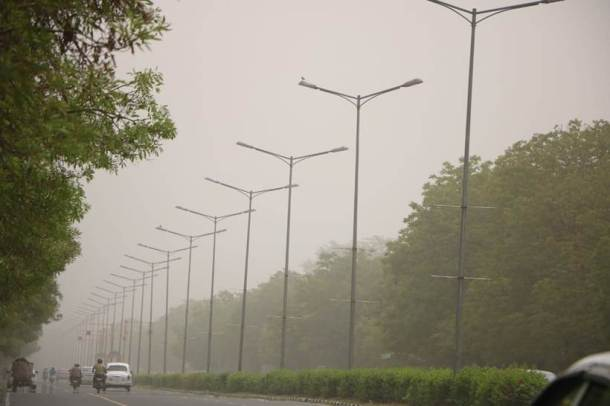 There is low visibility in cities across North India, which includes Punjab, Haryana, Rajasthan, Delhi, the plains of Uttarakhand and western Uttar Pradesh. This has affected flight operations, particularly in smaller cities. In fact, Chandigarh airport has cancelled all flights due to this. (Express photo/Jasbir Malhi)