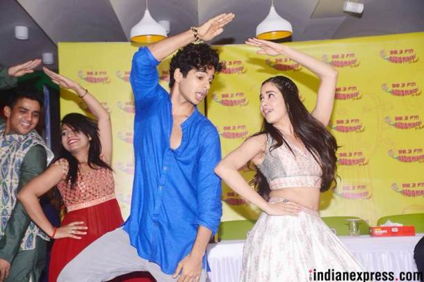 janhvi kapoor and ishaan khatter dancing on Zingaat