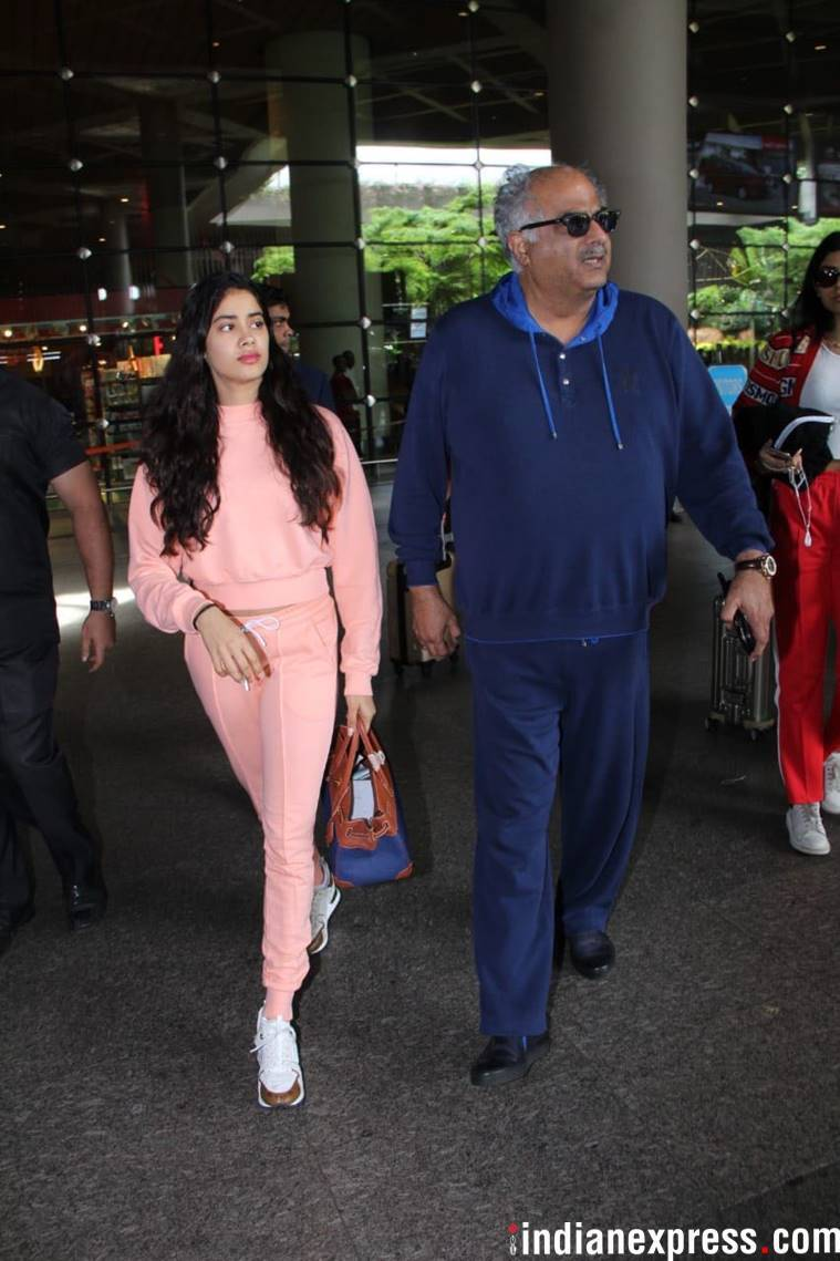 janhvi kapoor at the mumbai airport