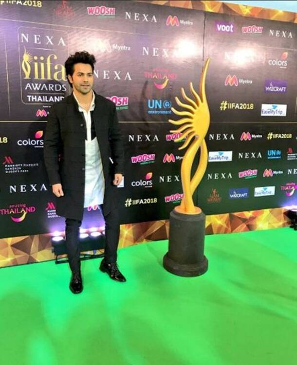 Varun Dhawan green carpet iifa