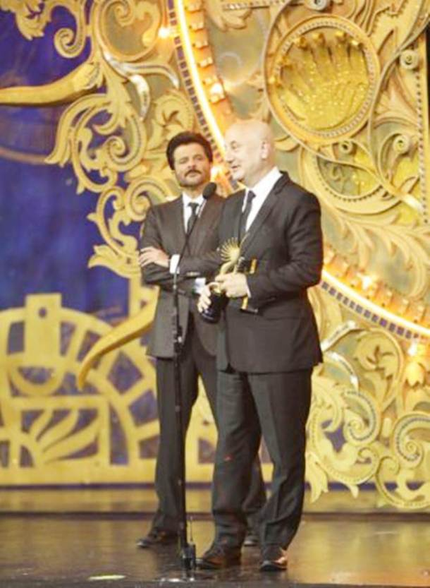 anupam kher receives outstanding achievement award