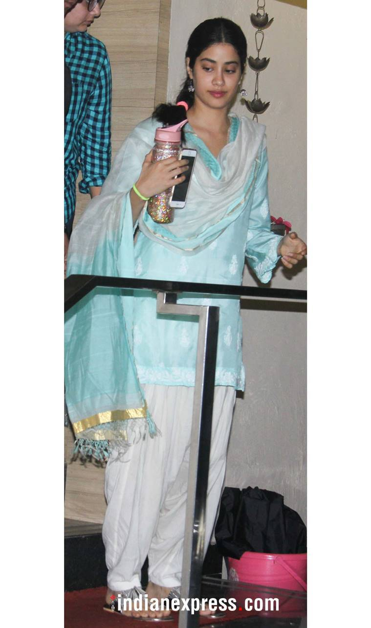 Janhvi Kapoor, Janhvi Kapoor latest photos, Janhvi Kapoor fashion, Janhvi Kapoor Punjabi kudi, Janhvi Kapoor ethnic outfits, indian express, indian express news