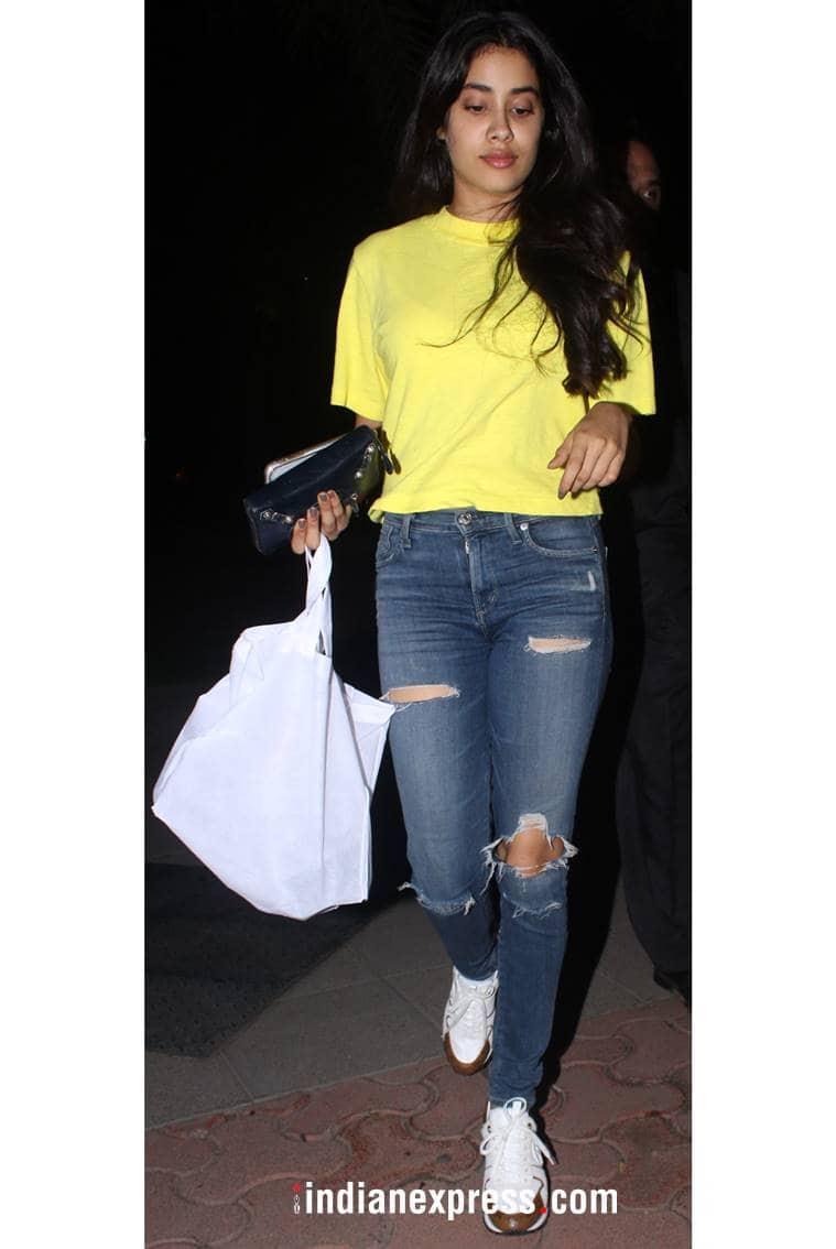 Janhvi Kapoor, Janhvi Kapoor latest photos, Janhvi Kapoor fashion, Janhvi Kapoor casual style, Janhvi Kapoor jeans tee, Janhvi Kapoor movies, indian express, indian express news