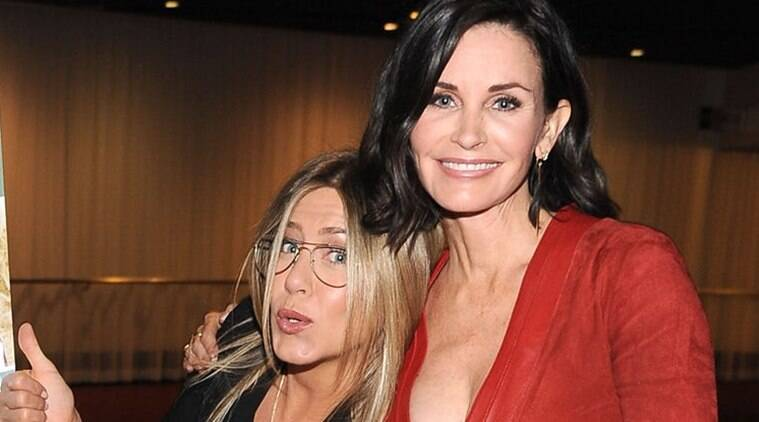 jennifer aniston and courteney cox in friends