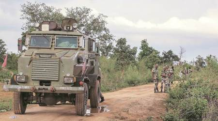 Jharkhand stand-off: Cash prize for info on three abductedpolicemen