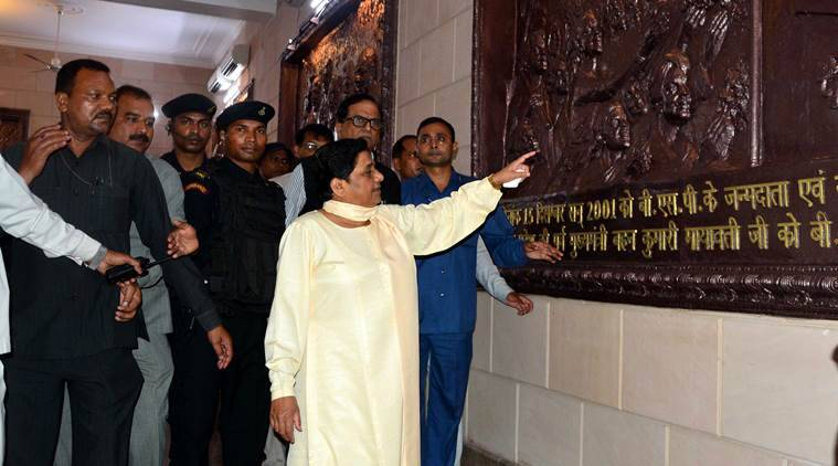 'Confusion' sorted, Mayawati vacates bungalow