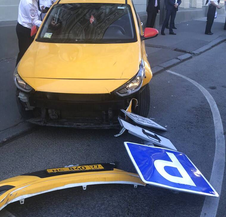 Taxi crashes into crowd in Moscow, injures eight - All your