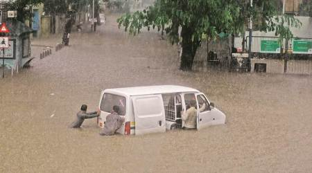 Heavy rain cripples Mumbai, 13-year-old girl, three others dead