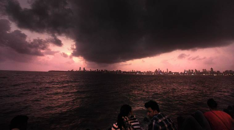 LIVE UPDATES: Monsoon to hit Mumbai today, heavy rain predicted in the city