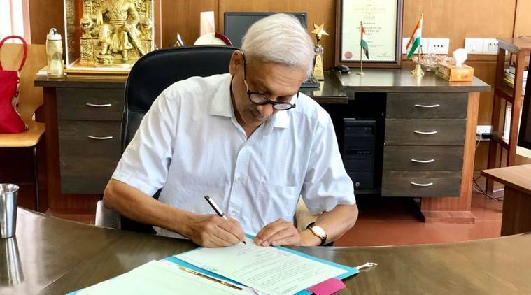 Manohar Parrikar makes first public appearance after return from US