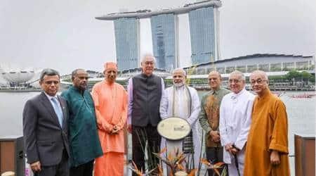 PM Modi unveils Gandhi's plaque with former Singaporeanpremier