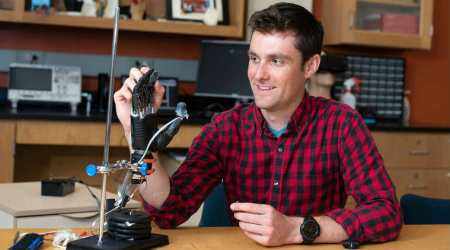 New 'e-skin' brings sense of touch to prosthetic hands